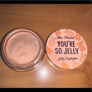 Too Faced Jelly highlighter in bourbon bronze